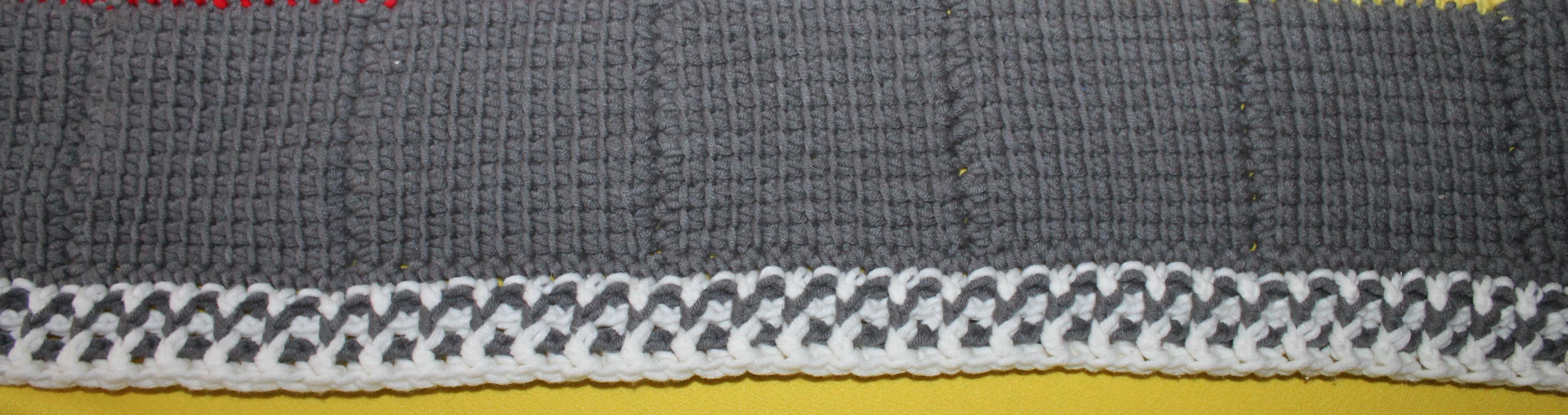 Kuscheldecke Im 80er Design Stricking